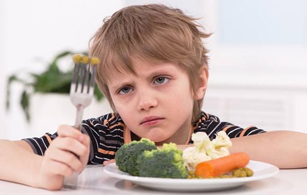 Đa số trẻ đều bé không chịu ăn rau