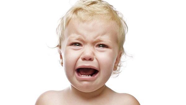 trẻ bị táo bón chảy máu: trẻ thường đau đớn