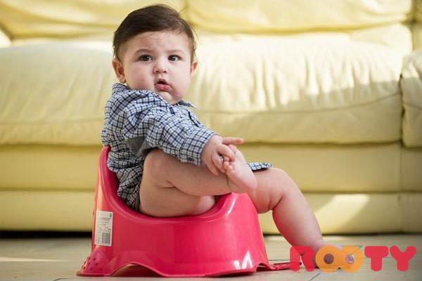 trẻ 1 tuổi bị táo bón nên ăn gì và chú ý những gì