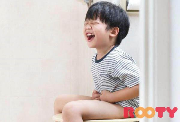trẻ 4 tuổi bị táo bón nên ăn gì và những biểu hiện khi trẻ bị táo bón