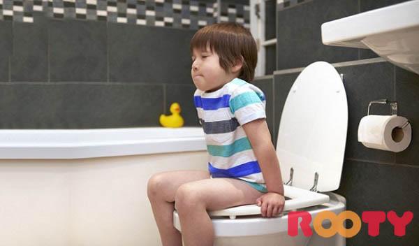 trẻ 4 tuổi bị táo bón nên ăn gì và nguyên nhân khiến trẻ bị táo bón