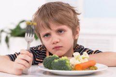 Bí quyết cho mẹ khắc phục tình trạng bé không chịu ăn rau